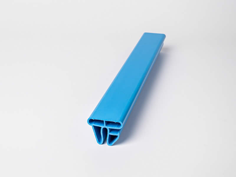 PSI-Extrusion-marche-piscineprofilé plastique - profilé plastique en u-profilé pvc plat-slider-produits-041-INDIVIDUEL